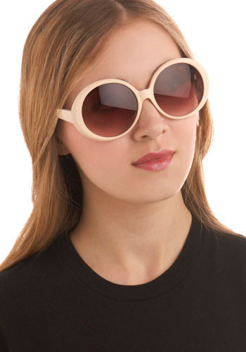 Jackie Oval Sunglasses in Peach Cream