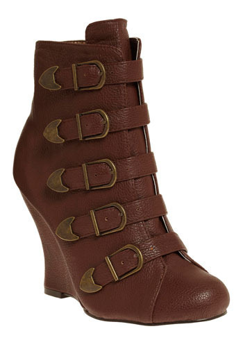 Modern Maid Marion Wedge