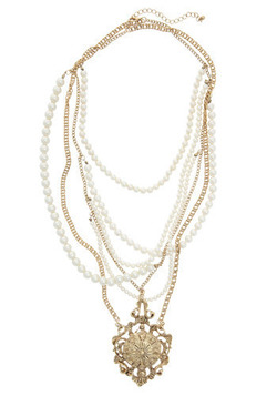 Material Pearl Necklace