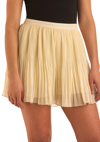 Candle Making Shorts - Yellow, Solid, Pleats, Ruffles, Casual, Spring, Summer, Mid-length
