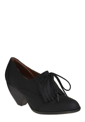 The Urban Gal's Oxford Heel | Mod Retro Vintage Heels | ModCloth.com :  oxfords fringe onyx faux leather