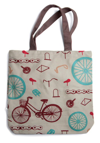 Gotta Get Going Tote in Transit :  modcloth gotta get going tote in transit beach bag summer bag