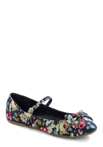 Avoir, Être, Faire Flat in Floral - Blue, Multi, Green, Pink, Tan / Cream, White, Floral, Bows, Casual