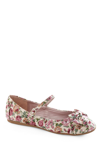 Avoir, Être, Faire Flat in Garden - Green, Pink, Tan / Cream, Floral, Bows, Casual, Spring