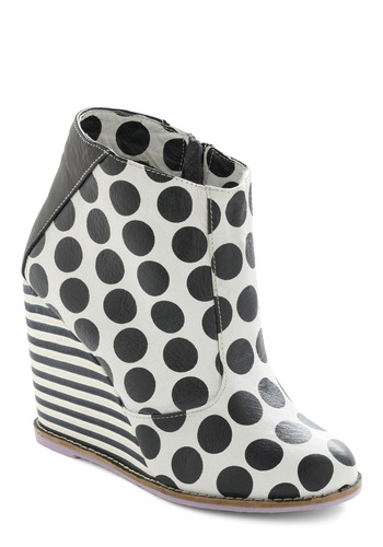 Op-Art Attracts Wedge - Vintage Inspired, 60s, Polka Dots, Stripes, Black, White, Party, Statement