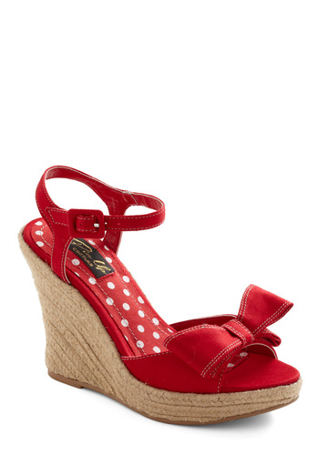 Front Lawn Fun Wedge by Pinup Couture - Red, Solid, Bows, Party, Wedge