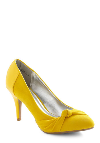 Sunny Sophistication Heel - Yellow, Solid, Mid