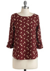 Zoom Bisou Top in Hummingbird - Red, Tan / Cream, Print with Animals, Casual, 3/4 Sleeve, Mid-length