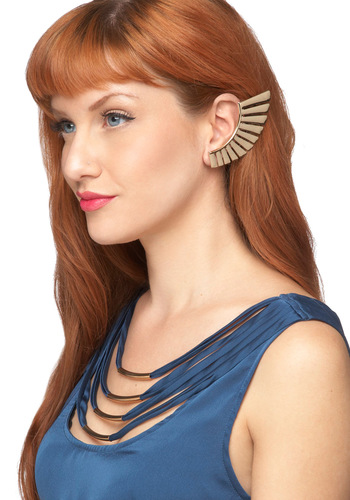 A Nice Wing to Its Earring Set