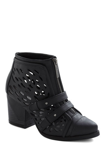 Niche to Meet You Bootie - Black, Solid, Cutout, Chunky heel, Faux Leather, Mid, Exposed zipper