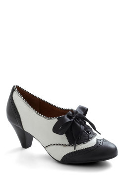 Shoeful of Sugar Heel in Black & White
