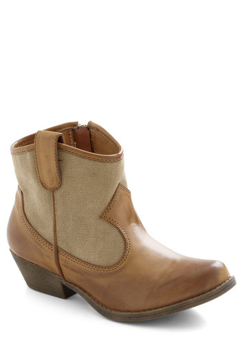 What's the Rustic Boot - Solid, Rustic, Low, Brown, Tan / Cream, Casual