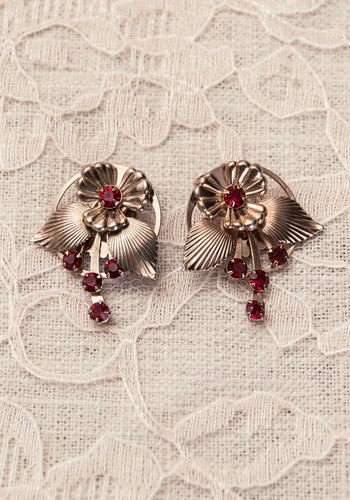 Vintage Starlet in Scarlet Earrings