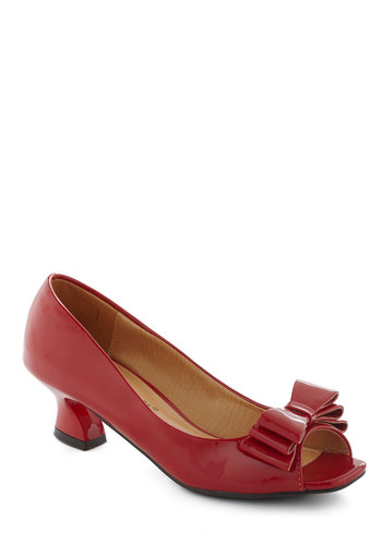 Set the Curve Heel in Apple - Red, Solid, Bows, Peep Toe, Mid, Faux Leather, Pinup, Vintage Inspired, 60s