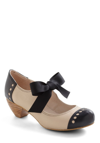 Bow'n Places Heel in Smooth Beige - Mid, Leather, Cream, Black, Solid, Cutout, Vintage Inspired, 20s, 30s, Bows, Graduation, Variation