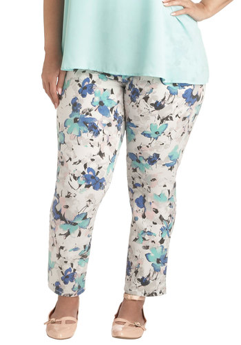 Shopping Assistant Jeans in Floral - Plus Size - Multi, Pockets, Casual, Cotton, Denim, Variation