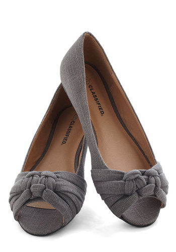 Simple Twist of Fate Flat in Slate - Grey, Solid, Casual, Flat
