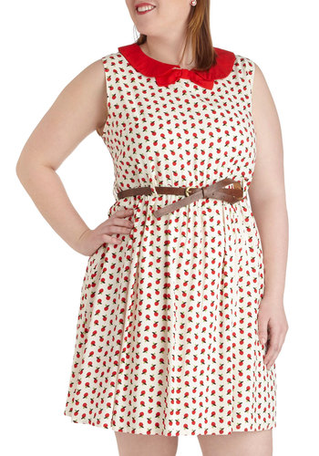 An Apple a Day Trip Dress in Plus Size - Novelty Print, Bows, Peter Pan Collar, Belted, Casual, Sleeveless, White, Red, Fruits, A-line, Collared