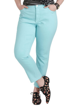 Shopping Assistant Jeans in Sky - Plus Size