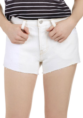 Fray to Go! Shorts by Levi's - White, Solid, Pockets, Casual, Denim, Cotton, Beach/Resort, Summer