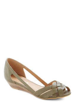 Gal About Town Wedge in Sage