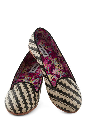 Woven Dreams Flat - Flat, Black, Tan / Cream, Print, Travel