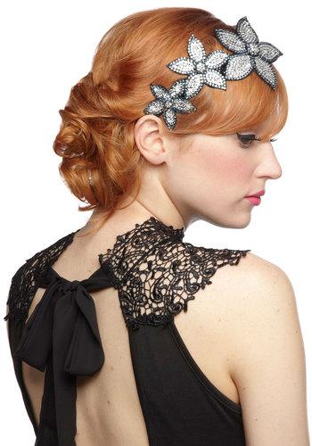 1920s Accessories: Stockings, Hats, Headbands, Jewelry