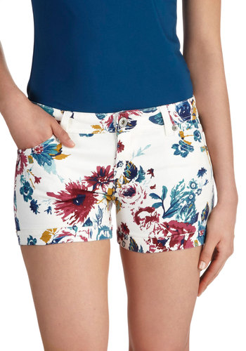 Crowded Courtyard Shorts - White, Red, Blue, Floral, Pockets, Beach/Resort, Short, Summer