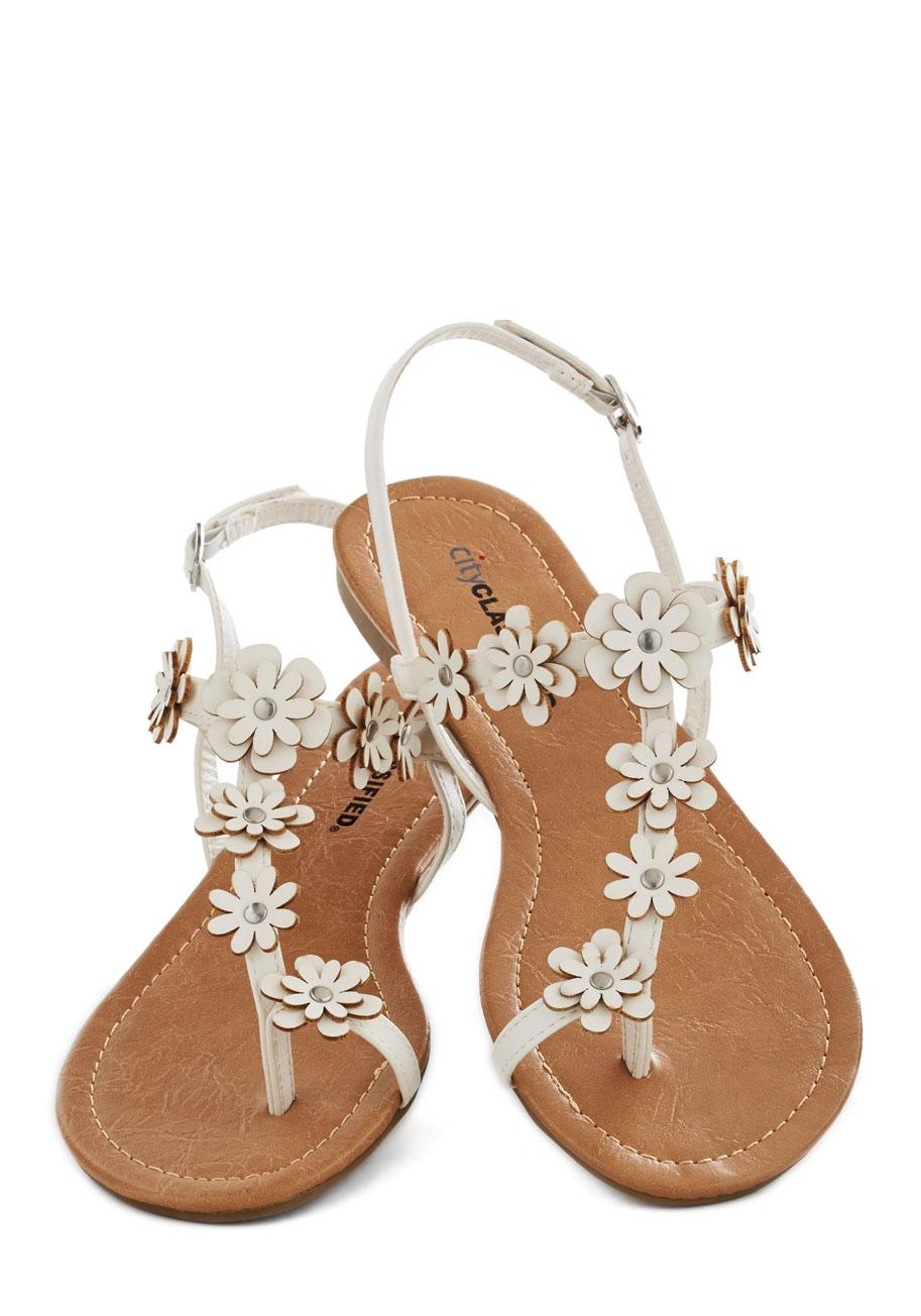Garden Garland Sandal In White Mod Retro Vintage Sandals