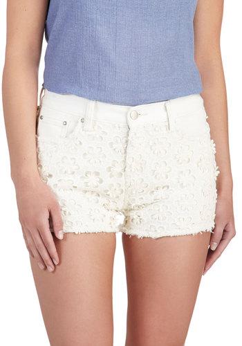 Daisy Details Shorts