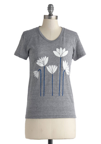 Front Yard Chillin' Tee - Mid-length, Grey, White, Novelty Print, Casual, Short Sleeves, Floral, Jersey, Knit, Scoop, Grey, Short Sleeve, Top Rated
