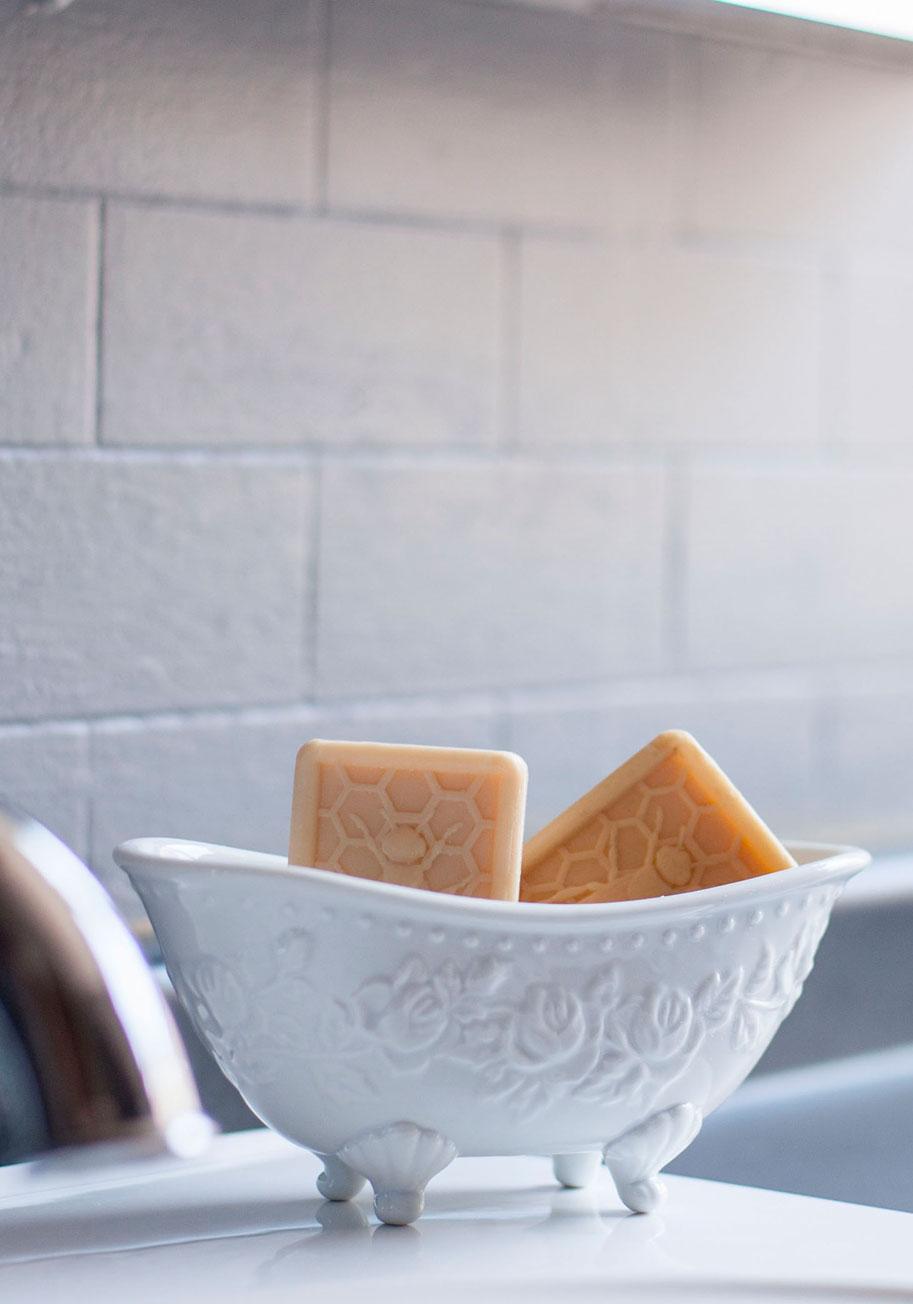 scrub a dub tub soap dish mod retro vintage bath
