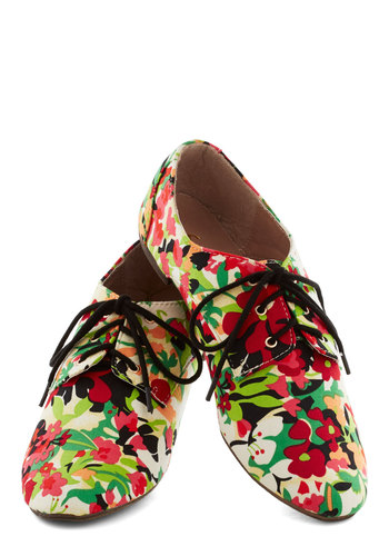 Irresistible Oasis Flat - Floral, Casual, Menswear Inspired, Flat, Good, Lace Up, Multi, Red