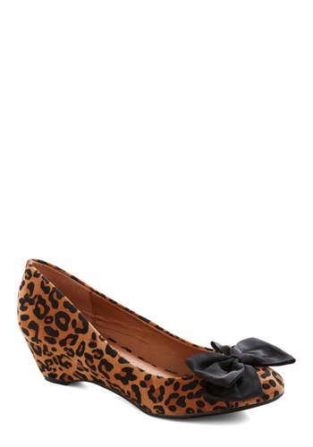 Roaring Style Wedge - Mid, Black, Animal Print, Bows, Good, Brown