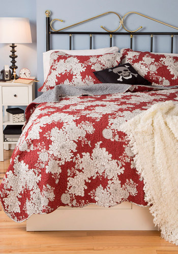 Beautiful Dreaming Quilt Set in Full/Queen - Cotton, Red, Black, Checkered / Gingham, Floral, Dorm Decor, Best, White, Quilted