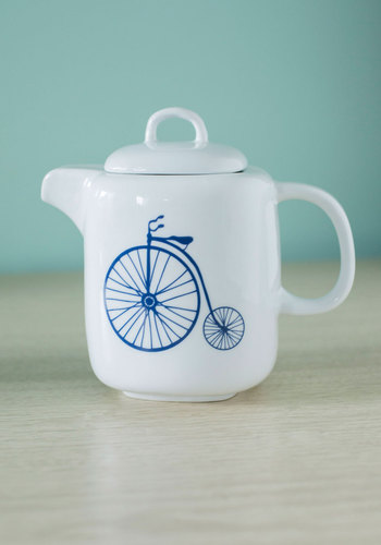 Near and Farthing Teapot - White, Good, Blue
