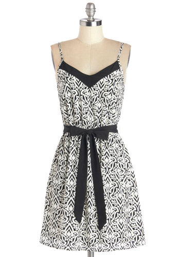Eye for Design Dress - Print, Belted, Casual, A-line, Spaghetti Straps, Good, V Neck, Woven, Black, White, Mid-length