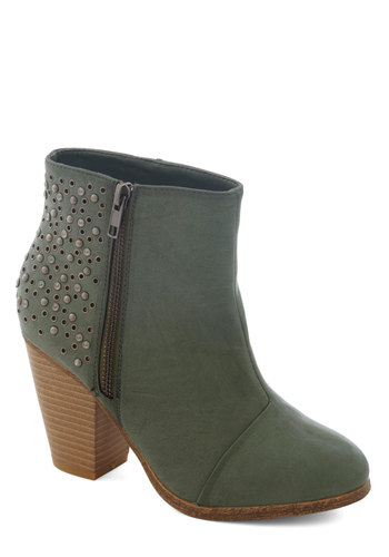 Guise with Gusto Boot - Mid, Faux Leather, Green, Solid, Studs, Good, Exposed zipper