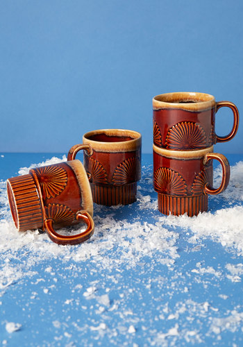 Vintage Beachfront Row Seat Mug Set