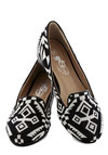 Travel Writer Flat - Low, Woven, Print, Black, White, Casual