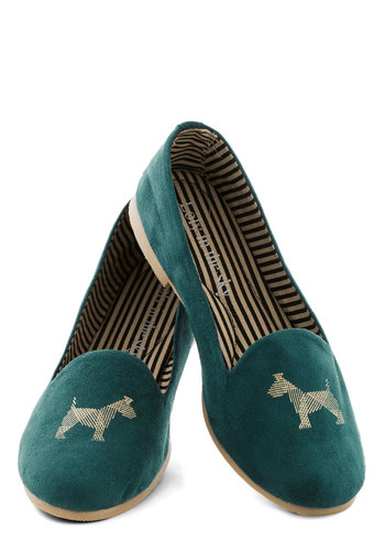 Tyke a Chance Flat - Flat, Faux Leather, Green, Print with Animals, Good, Dog
