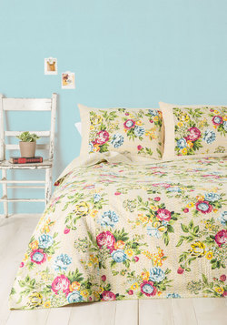 Quaint Hardly Wait Quilt Set in Queen/Full