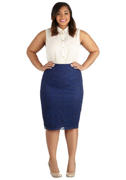 Impressionist Exhibit Skirt in Navy - Plus Size
