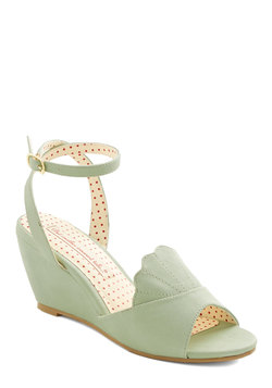 Meant to Beach Wedge in Mint