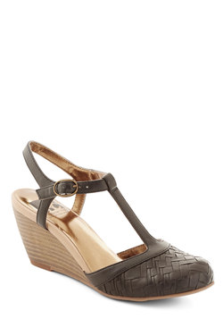 Weaving In and Out Wedge in Black