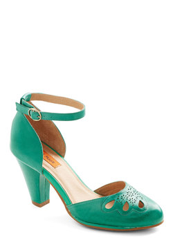 Petal to the Plaza Heel in Emerald