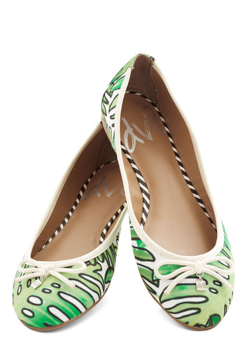 D.C. by Day Flat in Leaves by Dolce Vita - Flat, Woven, Green, White, Novelty Print, Bows, Casual, Beach/Resort, Good, Variation