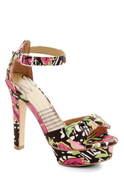 Attention Everyone! Heel in Tropical