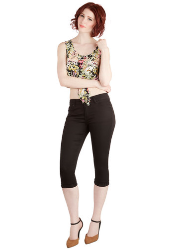 Right on Cue Pants in Black - Black, Solid, Pockets, Casual, Cropped, Skinny, Variation, 60s, Beach/Resort, Americana, Spring, Summer, Good, Low-Rise