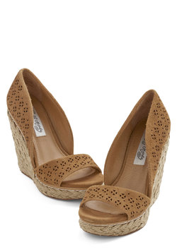 Main Street Meander Wedge in Tan